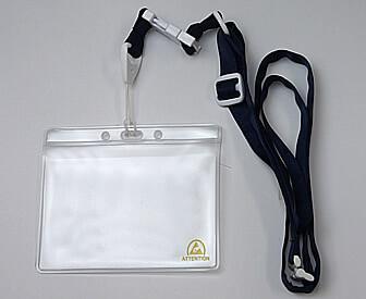 クリーンルーム用静電気対策・帯電防止のネームカードケースは、引っかかると首から外れる安全な首掛け仕様。