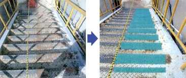 滑り止め塗料の防滑材で、屋外の鉄階段で、雨天時に歩行者がすべって転倒を防止します。