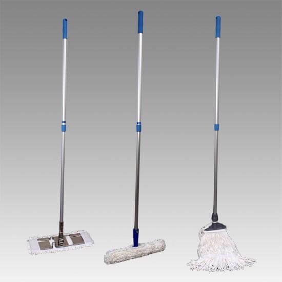 クリーンルーム用モップは、床や壁・天井の水拭きや吸水ができます。