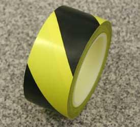 クリーンルーム用ラインテープのトラ柄は、紙管を使わずにプラスチック芯の黄と黒シマシマの粘着テープです。