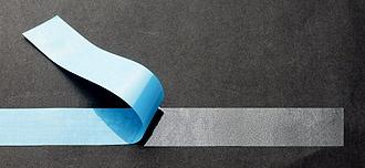 クリーンルーム用の両面テープは強力な粘着力があり、青い剥離フィルムで判別しやすいテープです。