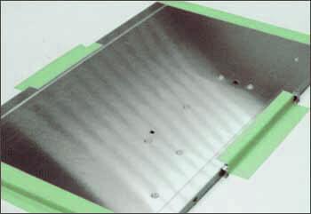 クリーンルームで治具工具の仮止めや仮固定に使う粘着テープです。