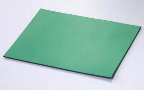 導電性クリーンルーム用ゴムシートは、静電気帯電防止の作業台に敷くテーブルマットです。
