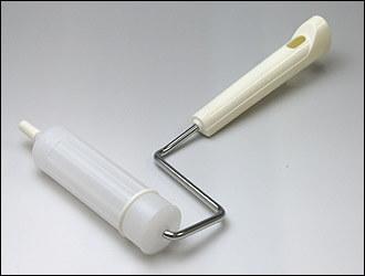 クリーンルーム用コロコロローラーは、紙管ではなくプラスチックを使った転がす掃除ローラーです。
