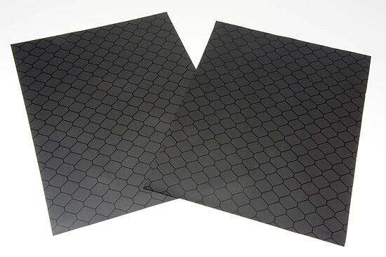 クリーンルーム用暗幕・遮光シートは、静電気対策ができる導電性の黒いPVCシートです。