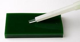 クリーンルーム用の微細異物を採取するピッキング用ペンは、導電性なので帯電防止ができる極細粘着スティックです。