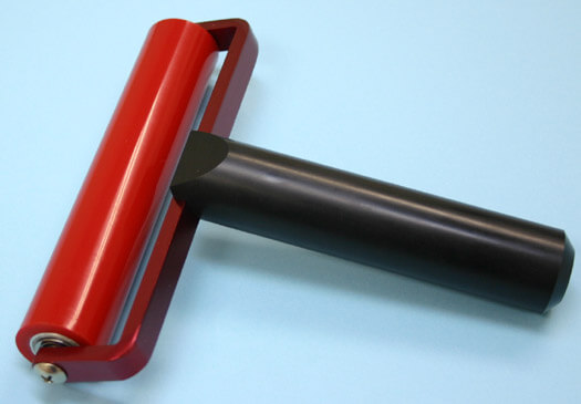 クリーンルーム用ゴムローラーは、高温でも使える耐熱性のゴミ取りコロコロローラーです。