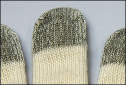 スマートフォンやタッチパネル操作用の軍手は、高感度で反応性がいいプロ用の専用手袋を使います。
