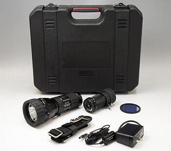 クリーンルームで紫外線やUV光を照射できる強力なライトは、ブラックライトを発光する検査用の充電式です。