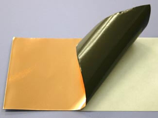 表面と裏側の接着面が通電して導通する、電気が通る、完全導電性の銅箔テープです。