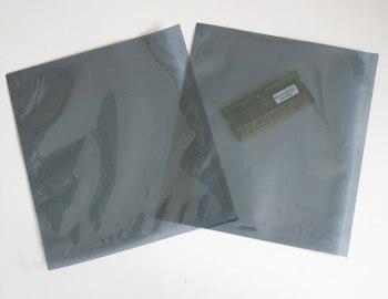 袋の中に静電気を通さずに遮断する帯電防止のシールドバッグは、電子部品を入れる保護袋です。