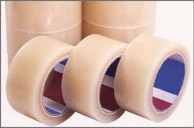 手でまっすぐに切れて、テープの端がめくれて探しやすい梱包用OPP透明テープです。