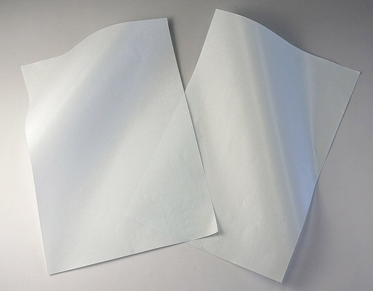 クリーンルーム用剥離紙は、水をはじく撥水性のクリーンペーパーなので、防水や擦り傷防止の無塵紙でできた包装紙です。