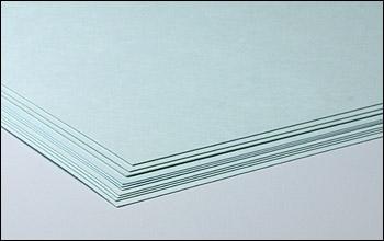 クリーンルーム用厚紙は、擦りや破りでも紙粉やゴミが出ない低発塵の無塵ボール紙です。
